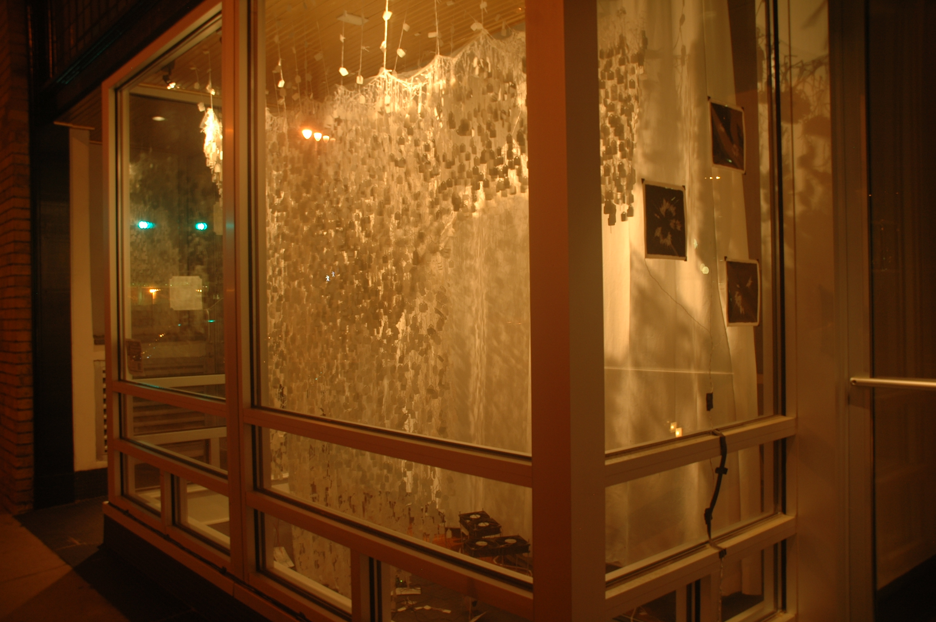 displaying 16 images for storefront window design